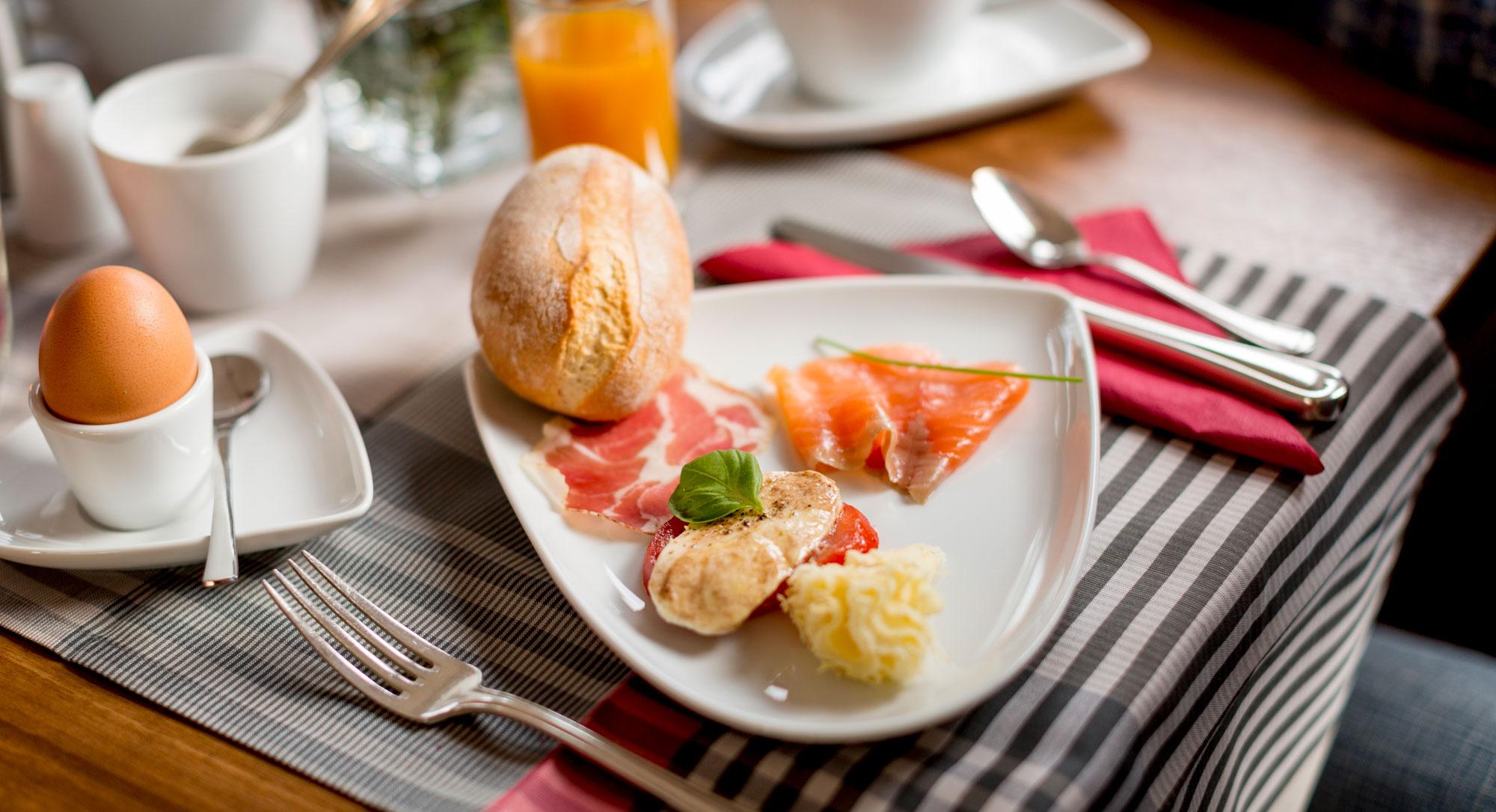 Frühstückstisch im Hotel im Weingarten